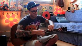 Guy Plays Guitar The Way You Could Never Imagine! And It's Surprisingly Good!