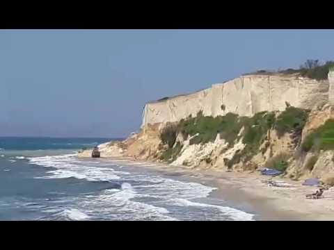 Video - Κως: Κατολίσθηση σε παραλία με λουόμενους [video]