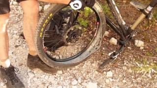 Video How to repair flat tubeless tire on a trail MP3, 3GP, MP4, WEBM, AVI, FLV Mei 2017
