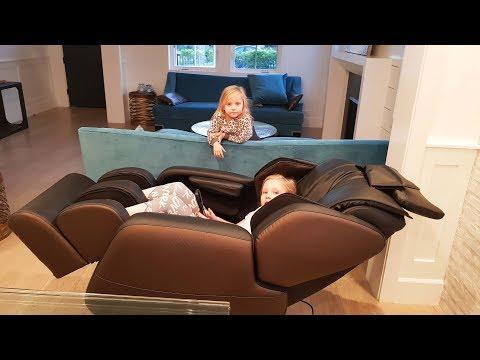 Что под кроватью у Николь и Алисы Личный МАССАЖИСТ Новый ЛЕТСПЛЕЙ ROBLOX бекстейдж ВЛОГ новая серия