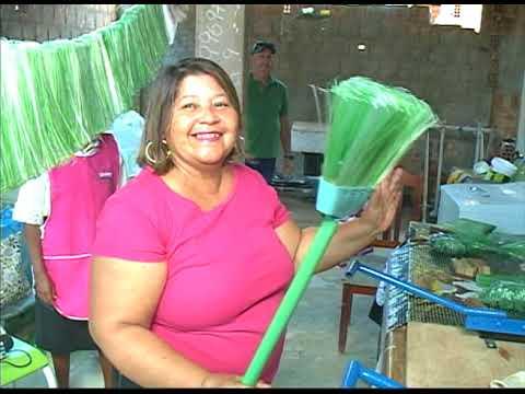 [JORNAL DA TRIBUNA] Famílias geram renda extra com confecção de vassouras