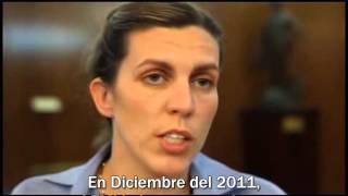 En un documental sobre la crisis economica de Argentina, Hitler, entonces ministro de economia, se enfada con la periodista por hacerle muchas preguntas que no sabe responder.