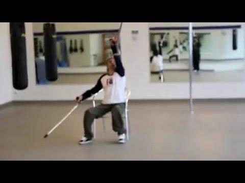 video de Dergin Tomak del circo del sol, bailando en muletas