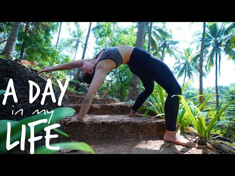 A DAY in my LIFE at SAMPOORNA YOGA 🧘🏻‍♀️ (sub eng)