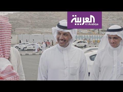 العرب اليوم - شاهد: عيد اليحيى محاطا بمعجبيه