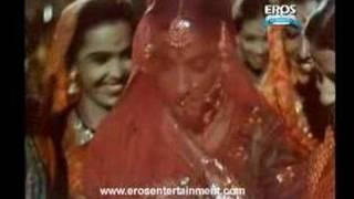 Pee Ke Ghar Aaj song - Mother India