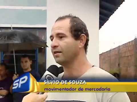 Vendaval destrói casas e barracão em Pirapozinho