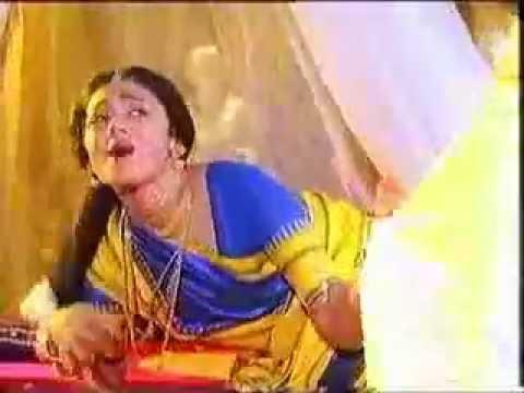 shobana rare navel treat in saree from idu namma alu