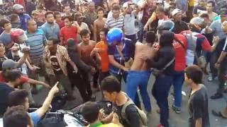 Video Polisi Di Keroyok Masyarakat Kampung Aur, Medan MP3, 3GP, MP4, WEBM, AVI, FLV Januari 2018