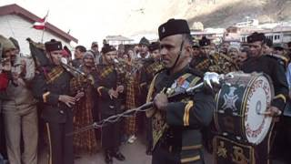 Garhwal India  city pictures gallery : Garhwal Rifles of Indian Army performing at the closing ceremony of Badrinath Temple!