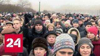 На Марсовом поле прошел митинг против передачи Исаакия Церкви