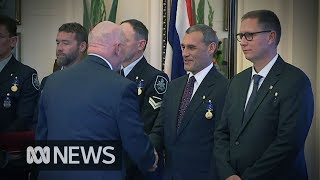 Video Thai cave rescue: Australian divers who helped free Thai soccer team receive bravery awards MP3, 3GP, MP4, WEBM, AVI, FLV Desember 2018