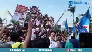 Video Meriah, Paslon Khofifah-Emil Diarak Naik Mobil Barongan Menuju Deklarasi Kampanye Damai MP3, 3GP, MP4, WEBM, AVI, FLV Februari 2018