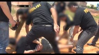 Video Penangkapan Perampok Bersenjata yang Beraksi di Toko Emas - 86 MP3, 3GP, MP4, WEBM, AVI, FLV Agustus 2018