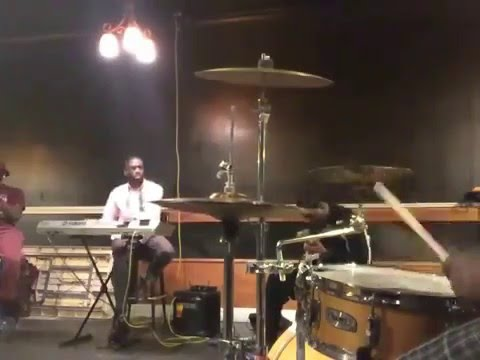 Kanye West-Flashing Lights (Brother's Band rehearsal)