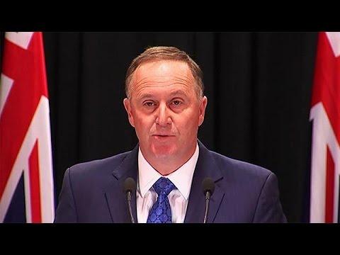 Αιφνιδιαστική παραίτηση του πιο δημοφιλούς πρωθυπουργού
