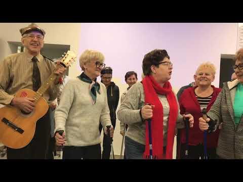 Wideo1: Występ seniorów na otwarciu Domu Dziennego Pobytu w Gostyniu
