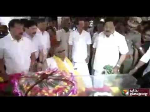 DMK-leader-Karunanidhi-paying-his-last-respects-to-former-mininster-Sarguna-Pandian