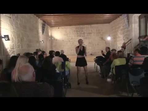 Sara Galimberti AMORE DI PLASTICA live 30 Settembre 2014 Castello Angioino Mola di Bari