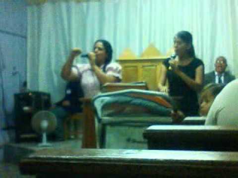 Ana alves e Karem lemos cantando em cacoal.