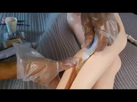 Reparatur von Skelett und Gelenken einer Silikon-Doll