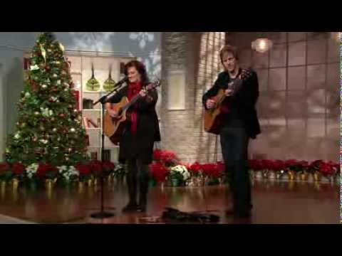 Ali Matthews & Jacob Moon -- 'Looking for Christmas'