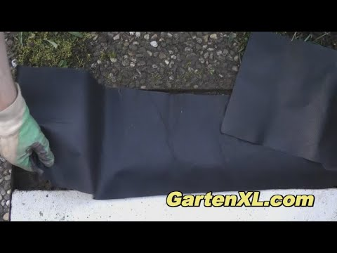 Unkrautvlies im Garten verlegen / Gartenvlies unter Kieselsteinen verlegen