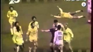 21-jähriger Cantona mit wahnsinnigem Tackling gegen Zakarian