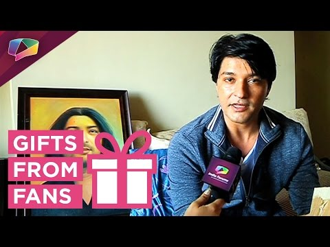 Anas Rashid receives gifts from his fans