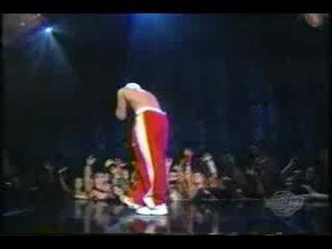 EMINEM cleaning out my closet @ awards