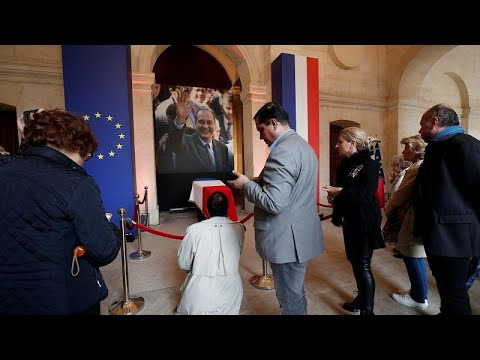 Χιλιάδες Γάλλοι είπαν «αντίο» στον Ζακ Σιράκ