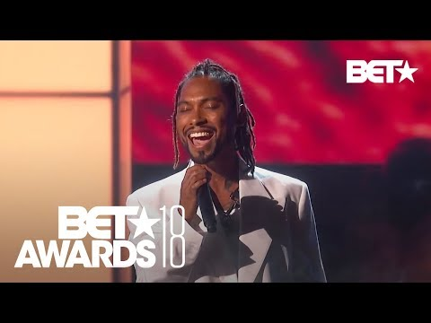 "Miguel Performs ""Come Through And Chill"" & ""Sky Walker""! 