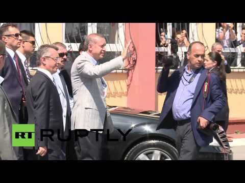Turkey: Erdogan casts vote in historic presidential election