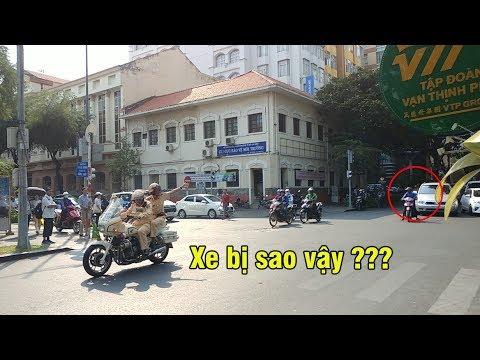 Xem CSGT dẫn đoàn xử lý khi một xe chết máy, đoàn VIP thì dính kẹt xe - VIP convoy was stuck - Thời lượng: 2 phút và 23 giây.