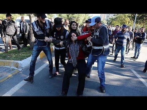 Τουρκία: Συγκρούσεις αστυνομίας- φιλοκούρδων διαδηλωτών – world