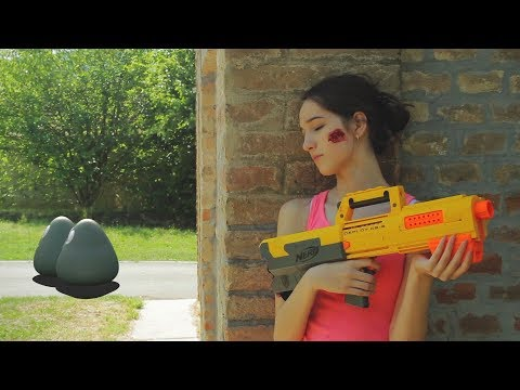 NERF WAR LIVE ACTION: GIRL VS ZOMBIE POU LIKE CREATURES: THE NEW HOPE