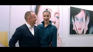 شاهدي مقابلة حصرية لهاربرز بازار العربية مع الوجه الجديد لديور بيلا حديد ar.harpersbazaararabia.com