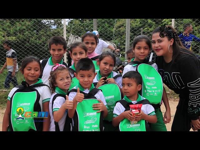 Estudiantes de la cuenca del río Las Ceibas recibieron kits escolares