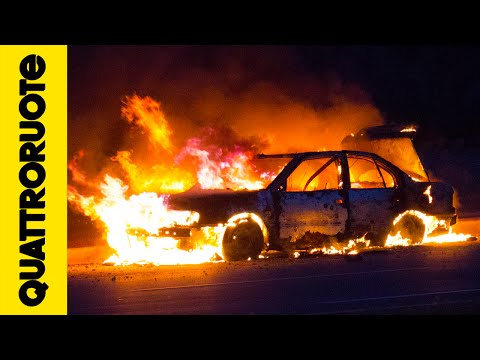 Cosa fare se l'auto prende fuoco?