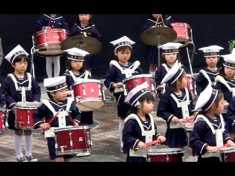 ドラゴンクエストを演奏する幼稚園児 塚本幼稚園 自衛隊 Dragon Quest Overture March Kindergartener Japan