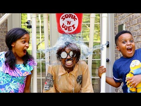 Video Shiloh and Shasha EPIC WATER DUNK CHALLENGE! - Fun Toy Fair! - Onyx Kids download in MP3, 3GP, MP4, WEBM, AVI, FLV January 2017