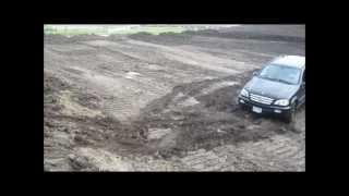 Mercedes ML Vs Land Rover RL Off Roading