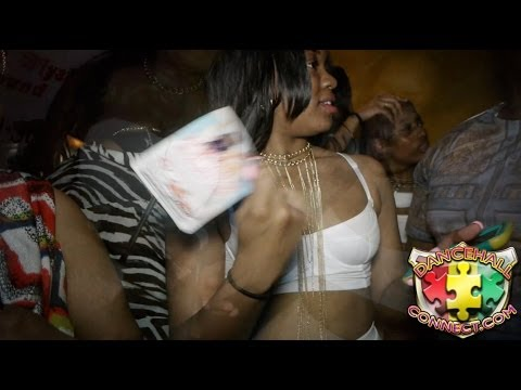 Skinout - VIDEO BY DANCEHALLCONNECT / DHCLIVE/ THEPRO79 FB PAGE : FB PAGE : http://tinyurl.com/nlqlnmg YOULOVE MUNCHIE, INDIAN AND PROMISE JAY BDAY WATCH IN HD WATCH I...