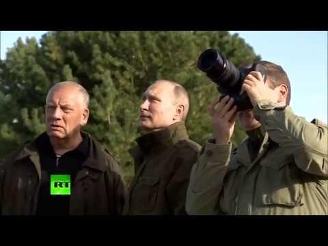 Путин и Медведев посетили храм XIII века в Новгородской области (видео)