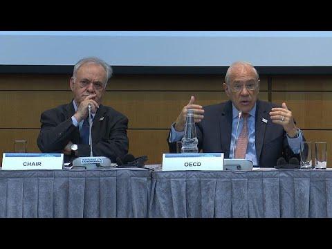 ΟΟΣΑ: «Η Ελλάδα κωπηλατεί ενάντια στο ρεύμα»