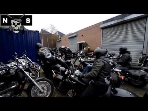 Arrestatieteam doet inval in huis van Henk Kuipers