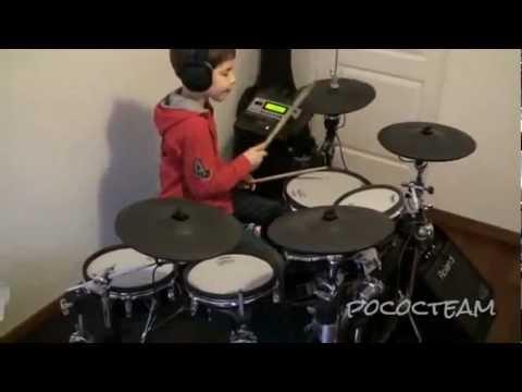 Niño batería, tocando a Nirvana.