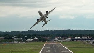 Impressive Qatar  Airways Boeing 787 Dreamliner Display, Farnborough. - YouTube