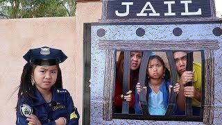 Nonton Police Jannie   Wendy Pretend Play Locked Up W  Jail Playhouse Film Subtitle Indonesia Streaming Movie Download