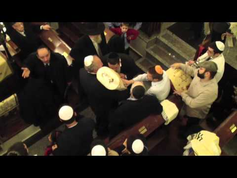 Új Tóra a Frankel zsinagógában – Füles videó